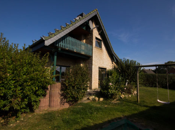 Ferienhaus Svala - Gartenansicht